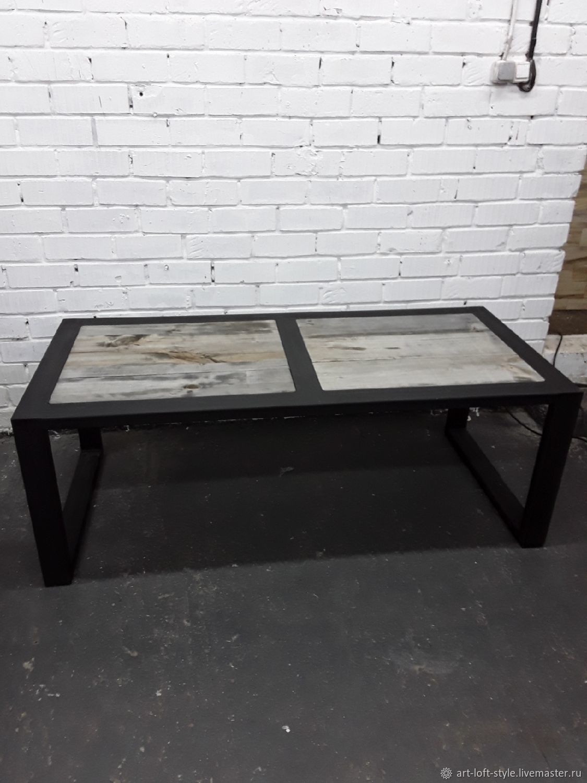 Стол в стиле лофт, для бара, ресторана или кальянной. Оригинальный, брутальный дизайн в стиле лофт, от производителя мебели в Москве.