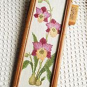 Картины ручной работы. Ярмарка Мастеров - ручная работа Орхидеи вышитая крестиком картина недорого в деревянной раме со стекло. Handmade.
