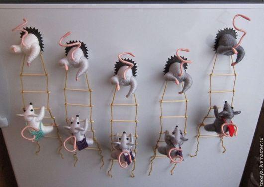 """Купить """"Мышки-воришки"""" магнит на холодильник, разнообразие оттенков - серый, мышки, магнит на холодильник"""