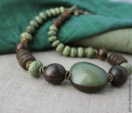 Колье из натуральных камней и дерева Габи. Авторские украшения Уральские сказы.