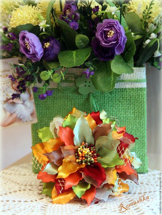 `Осенний вальс`. Цветок выполнен в осенней цветовой гамме. Прекрасное дополнение к образу в осеннее время года. Украсит осенние фотосессии.