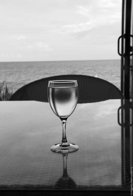 Vintage Via. Авторская фоторабота `Взгляд на океан через бокал`, Бали, 2014 г.