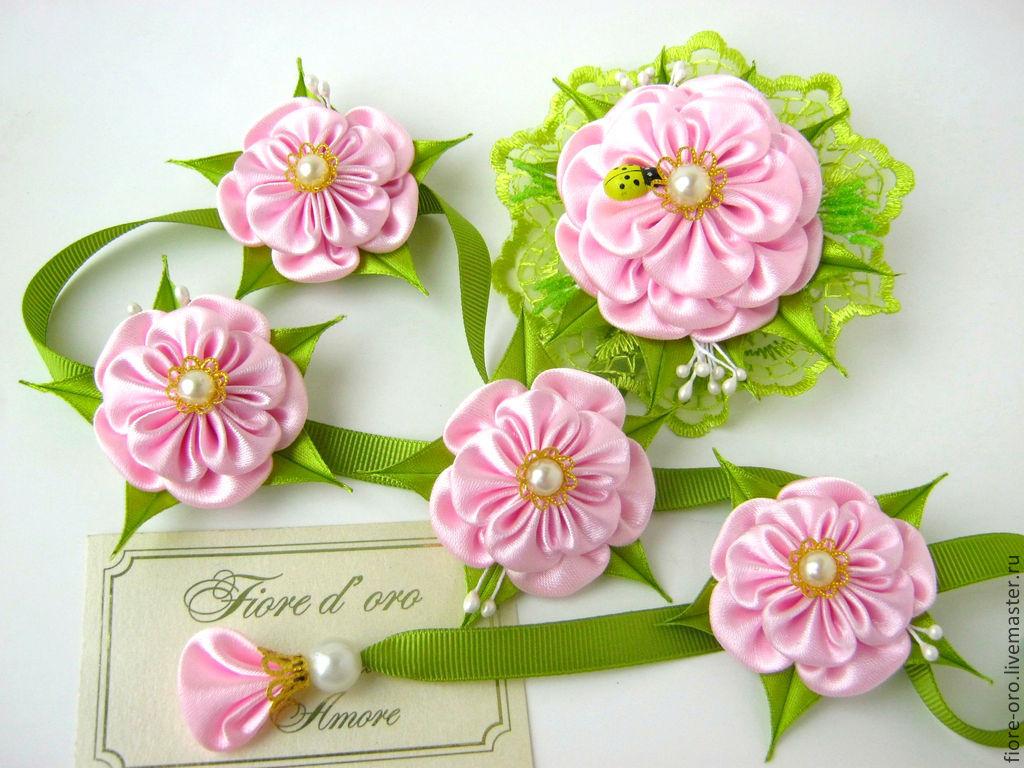 Цветы на ленточке