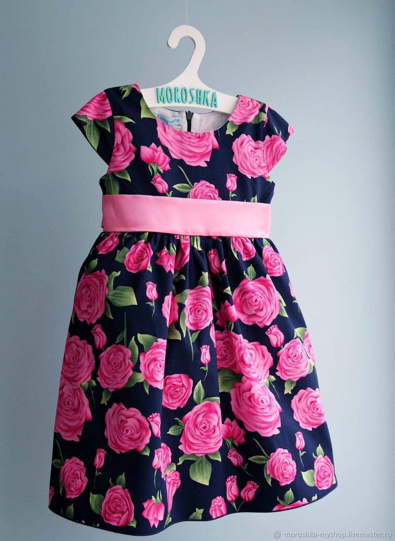 Платье нарядное Розы на темно-синем