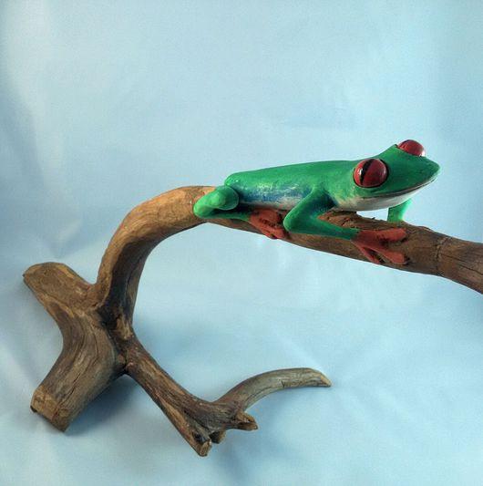 Статуэтки ручной работы. Ярмарка Мастеров - ручная работа. Купить Древесная лягушка. Handmade. Квакша, лягушка, lizametalize, ветка