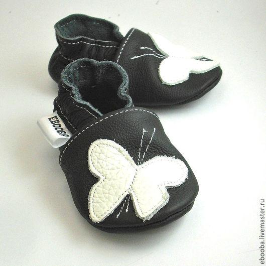 Кожаные чешки тапочки пинетки бабочка белая на чёрном ebooba