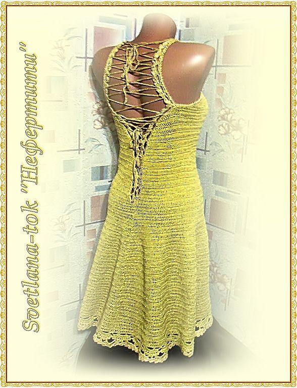 Платье с вырезом крючком