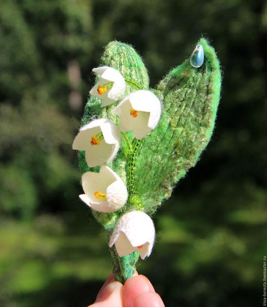 брошь ландыш, валяная брошь ландыш, подарок женщине, подарок девушке, романтичный подарок, белый цветок, зеленый, подарок на 8 марта, 8 марта