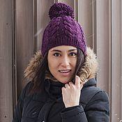 Аксессуары ручной работы. Ярмарка Мастеров - ручная работа Вязаная шапка с помпоном фиолетового цвета. Handmade.