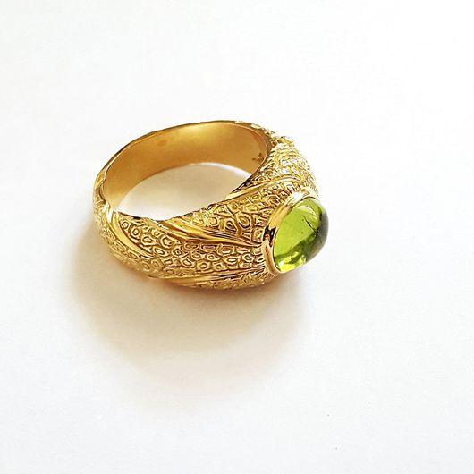 Кольца ручной работы. Ярмарка Мастеров - ручная работа. Купить Кольцо с хризолитом и бриллиантами золотое. Handmade. Золото, авторское кольцо