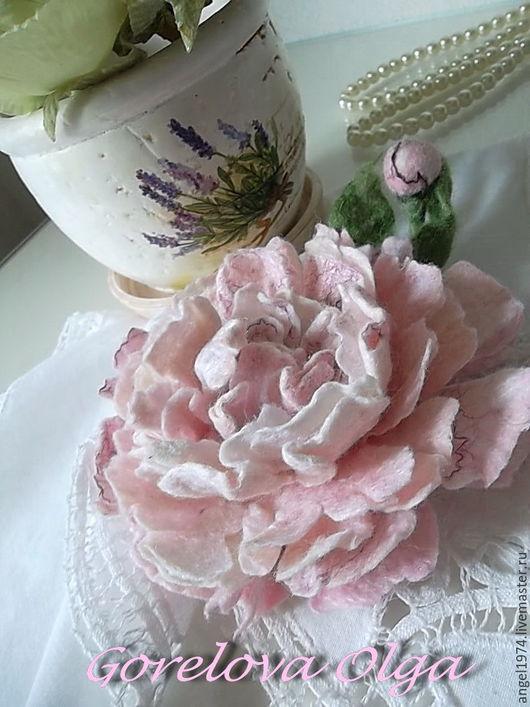 """Броши ручной работы. Ярмарка Мастеров - ручная работа. Купить валяная брошь """"Пион бело-розовый"""". Handmade. Бледно-розовый"""