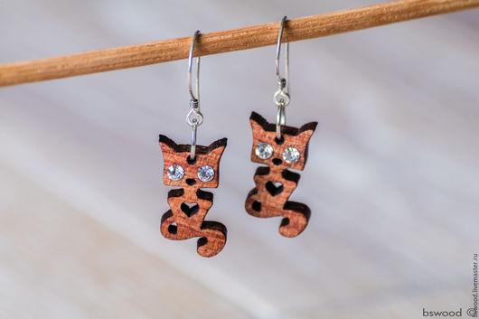 Серьги ручной работы. Ярмарка Мастеров - ручная работа. Купить Серьги котики из красного дерева с кристаллами. Handmade. Бордовый