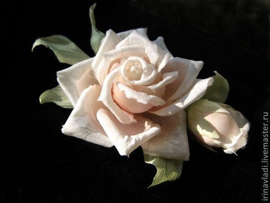 цветы из шелка брошь, цветы из шелка заколка-автомат,изделия из шелка брошь роза,изделия из шелка заколка роза,розовая роза с бутоном брошь, ободок для волос с цветами, обруч для волос с розами, ободо