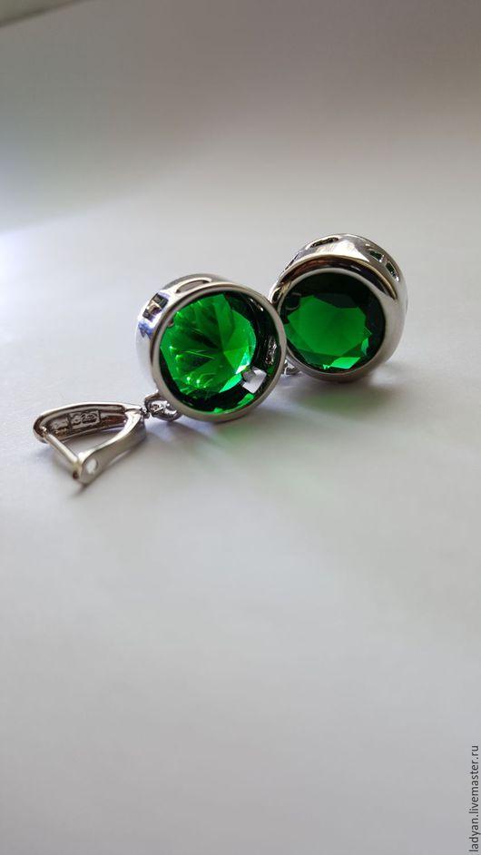 серьги,серьги с камнями,серьги серебро,серьги серебряные,серьги длинные,серьги с кристаллами,вечерние серьги,купить серьги,необычное украшение,серьги с зеленым камнем,серьги зеленые,зеленый цвет
