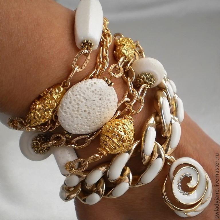 Золотой браслет с кораллами