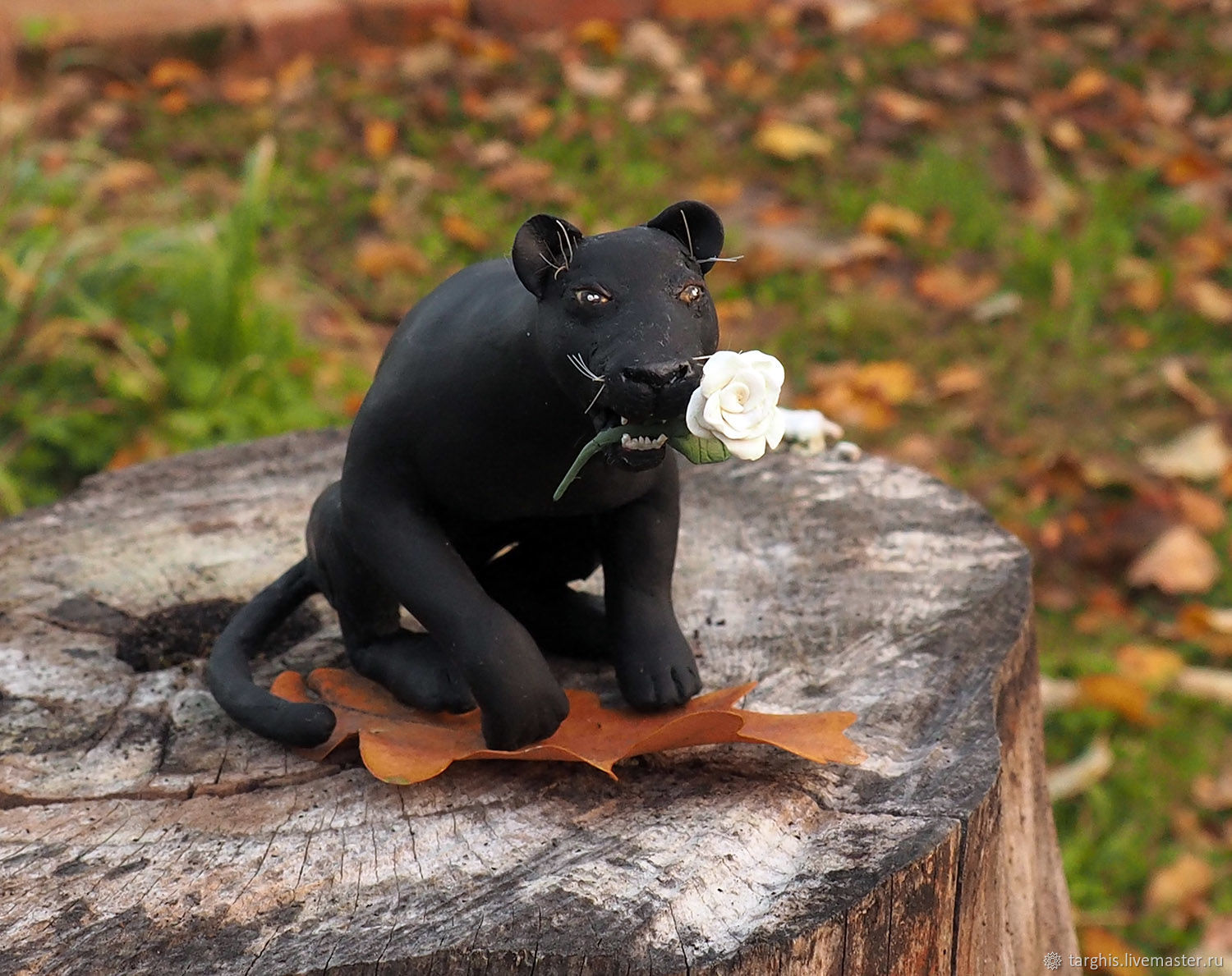 A panther with a rose, Miniature figurines, Peterhof,  Фото №1