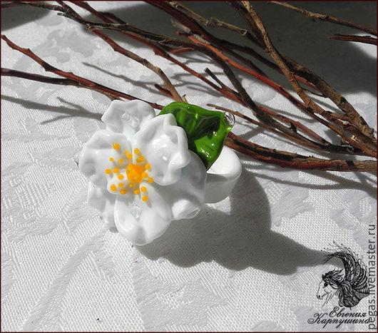 """Кольца ручной работы. Ярмарка Мастеров - ручная работа. Купить Кольцо """"Белый шиповник"""". Handmade. Белый, кольцо с цветком"""