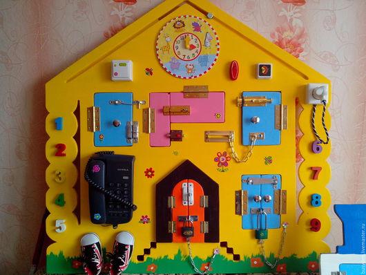 """Развивающие игрушки ручной работы. Ярмарка Мастеров - ручная работа. Купить Бизиборд """"Домик"""". Handmade. Комбинированный, развитие мелкой моторики"""