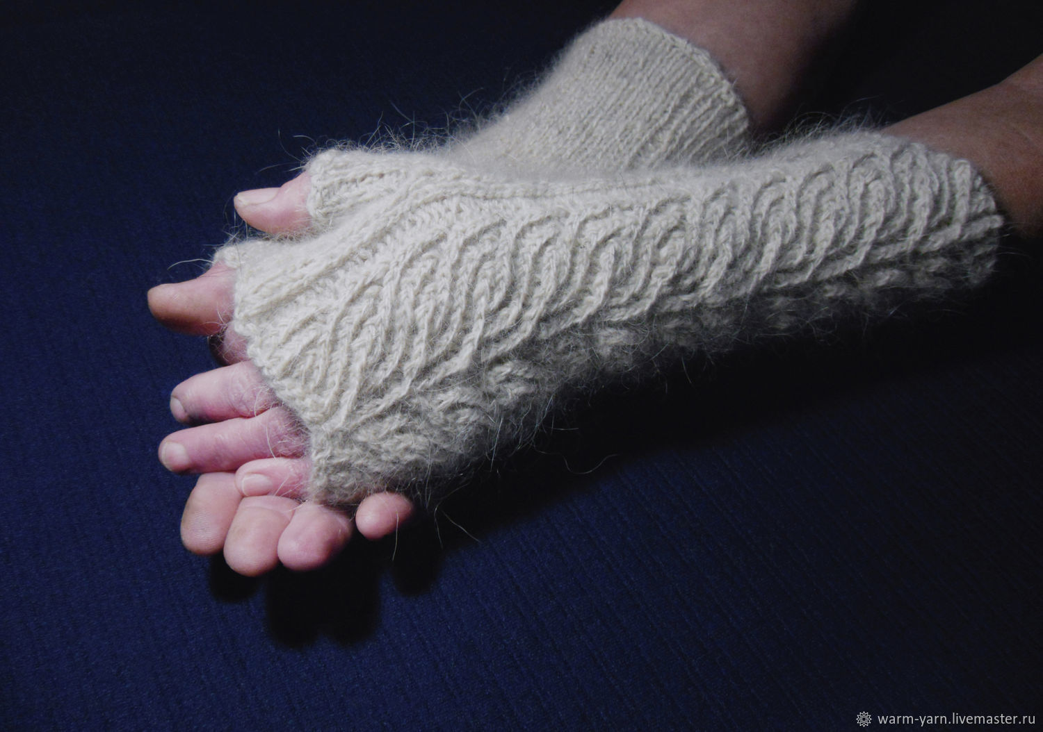 Women's knitted fingerless gloves Figure on the glass, Mitts, Klin,  Фото №1