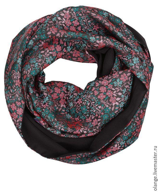 8-1216/307вип Комбинированный двусторонний шарф-снуд; `восьмерка`; носится в два оборота; создан из однотонного эластичного трикотажа и сатин-жаккарда со стильным рисунком (рельефное переплетение)