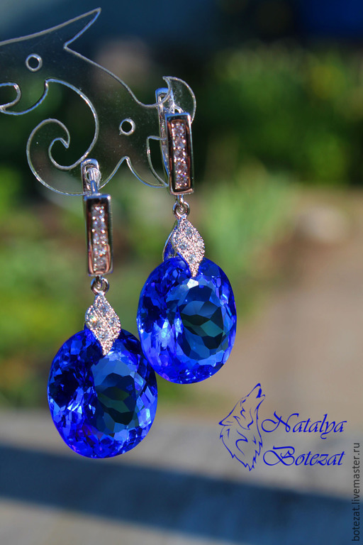 Серьги с крупными большими ювелирными камнями синими топазами на родированной фурнитуре с фианитами английский замок. Подарок маме подруге женщине коллеге купить