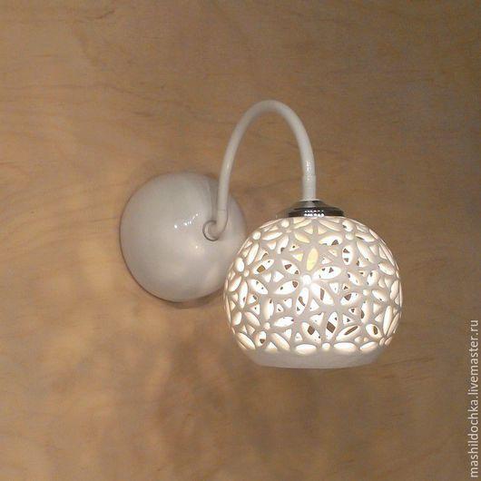 """Освещение ручной работы. Ярмарка Мастеров - ручная работа. Купить бра """"ажурный шар"""". Керамика. Handmade. Белый, для кафе, из керамики"""