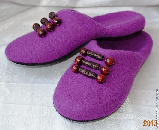 """Обувь ручной работы. Ярмарка Мастеров - ручная работа. Купить Тапочки-шлепки валяные """"Лиловые"""". Handmade. Фуксия, 100% шерсть"""