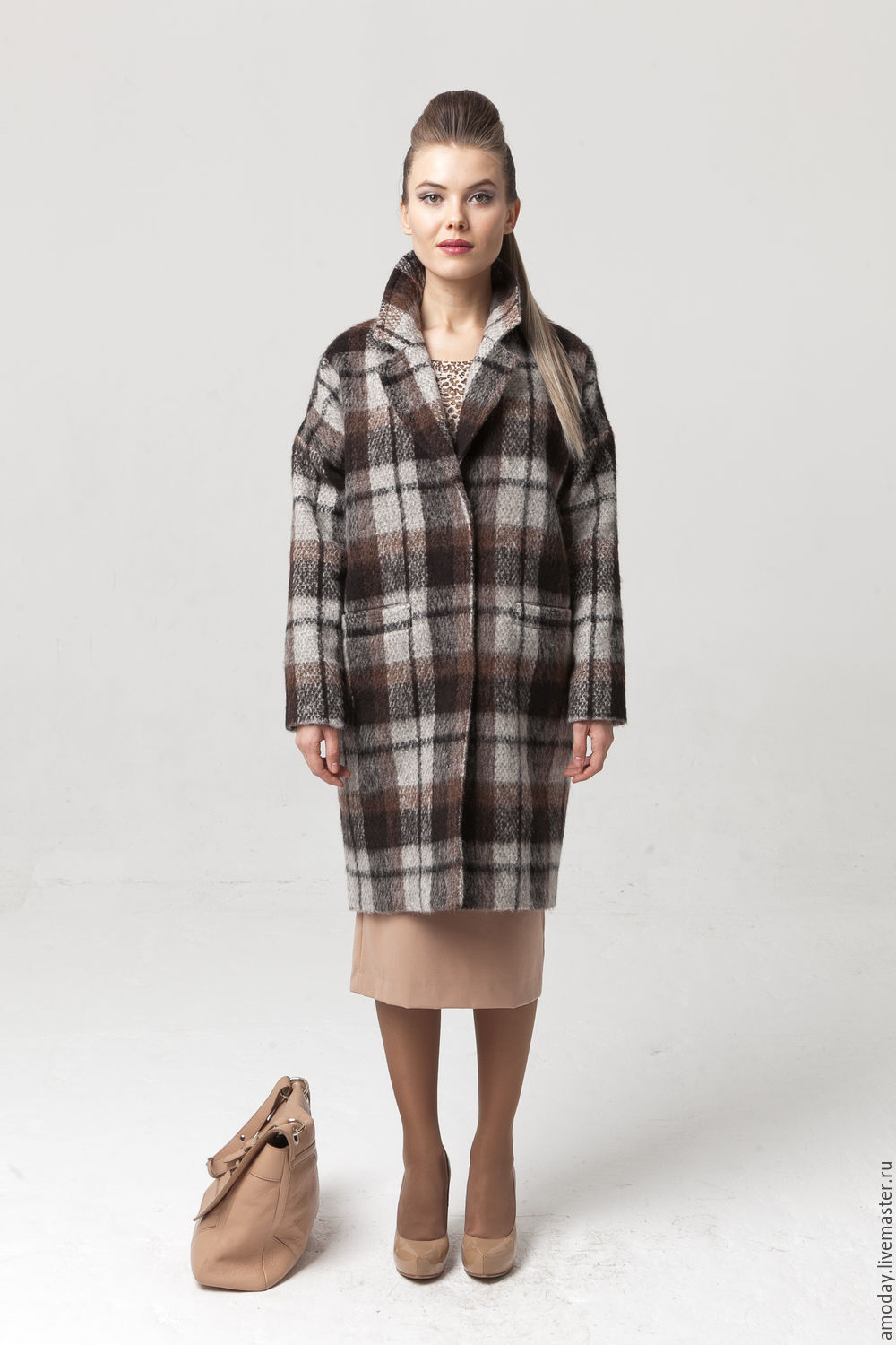 Coat in wool and cashmere from AMODAY