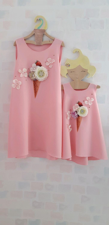6a3b389739f Розовые платья familylook мама дочка одинаковые с принтом мороженое ...
