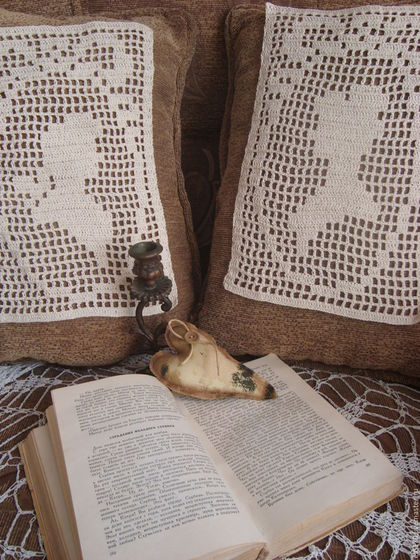 Текстиль, ковры ручной работы. Парные вязаные вставки - виньетки на подушку  Былое и думы. Радуга в доме. Ярмарка Мастеров.