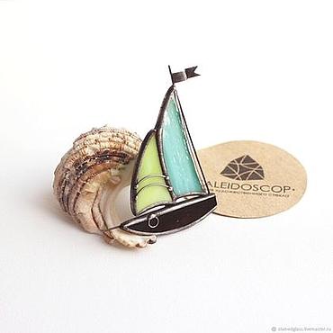 """Украшения ручной работы. Ярмарка Мастеров - ручная работа Брошm """"Кораблик"""". Стеклянные украшения. Handmade."""