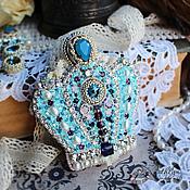 """Украшения ручной работы. Ярмарка Мастеров - ручная работа Брошь - корона """"Голубая королева"""" : вышивка бисером, лентами. Handmade."""