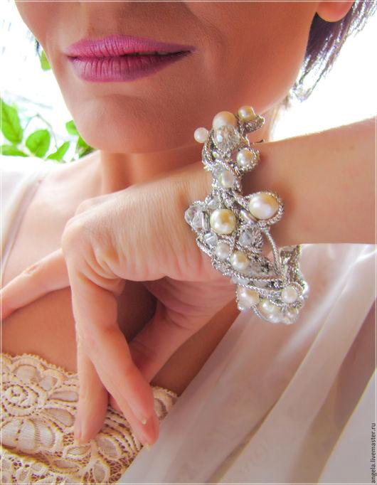 Необычный серебристый браслет с натуральным жемчугом.  Серебристый браслет с натуральным жемчугом в подарок.