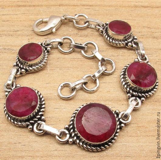 Винтажный серебряный браслет с натуральными королевскими рубинами