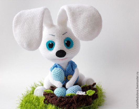 белый,зайка,зайчик,зайка игрушка,зайка в подарок, зайка вязаный, зайка в одежде,игрушка ручной работы,игрушка заяц, пасхальный подарок, пасхальный заяц