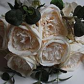 Цв-73.1 Букет пионовидных роз с эвкалиптом.