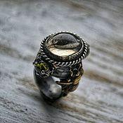 Украшения ручной работы. Ярмарка Мастеров - ручная работа GREEN HONEY. Кольцо из серебра с кварцем и перидотами. Handmade.