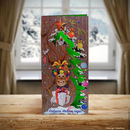 Деревянная открытка с обезьянкой `Доброго Нового года`