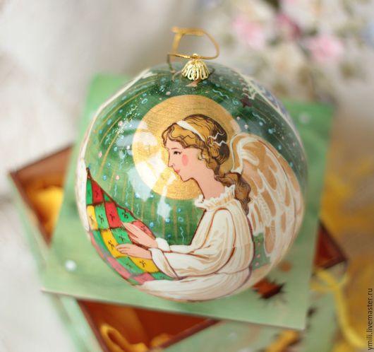 Девичий портрет. Новогоднее елочное украшение. Небьющийся елочный шар шкатулка. Рождественский подарок на память.