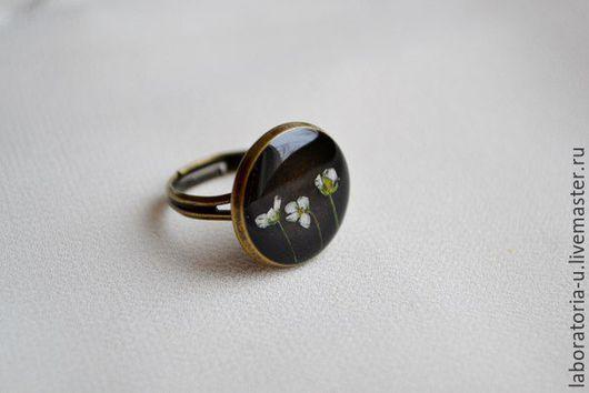 Кольца ручной работы. Ярмарка Мастеров - ручная работа. Купить Круглое кольцо и серьги из ювелирной смолы с настоящими цветами. Handmade.