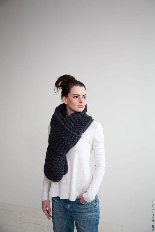 Шарф вязаный, вязаный шарф, ручная вязка, крупная вязка, подарок, стильный аксессуар, шарф, шарф спицами, ручная работа, вязка, спицы для вязания, спицы 15 мм