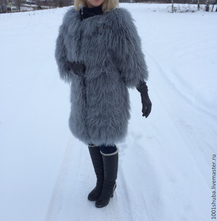 The coat of the gray Lama ,lightweight, embroidered in gray suede to match the fur, making the coat less bulky, but no less beautiful! Individual tailoring according to your measurements, the length,t