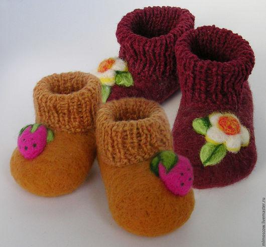 Детская обувь ручной работы. Ярмарка Мастеров - ручная работа. Купить Пинетки валяные  Ягодки и Цветочки. Handmade. Комбинированный