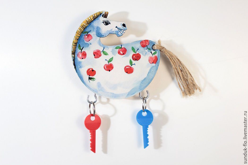 The housekeeper is a wall-mounted Horse apples