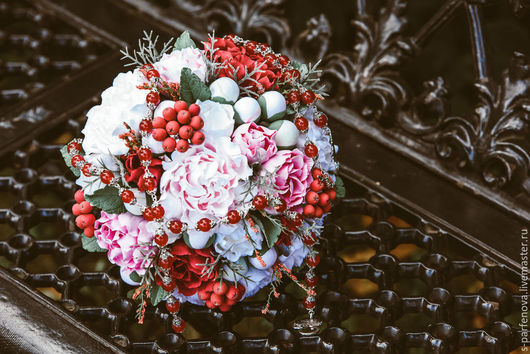 Свадебные цветы ручной работы. Ярмарка Мастеров - ручная работа. Купить Свадебный букет пионовый с рябиной. Handmade.