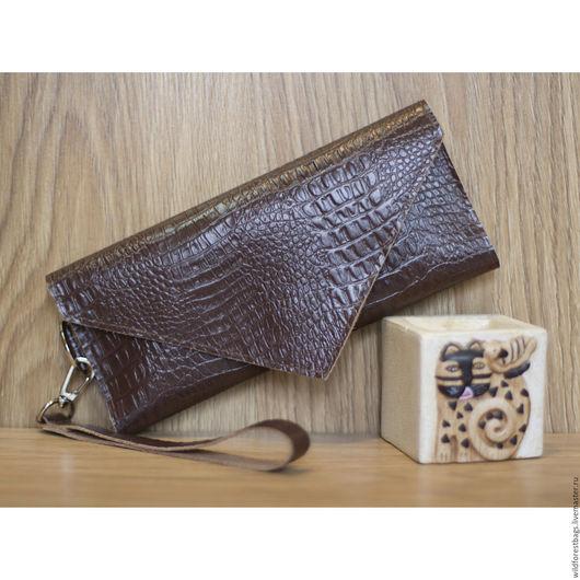 Женские сумки ручной работы. Ярмарка Мастеров - ручная работа. Купить Клатч из натуральной кожи с тиснением под крокодила. Handmade.