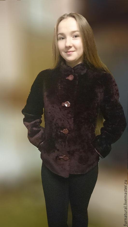 Курточка в бордовом цвете . Без декоративных лепестков . Длина 60 см .  Цена 10000 руб.