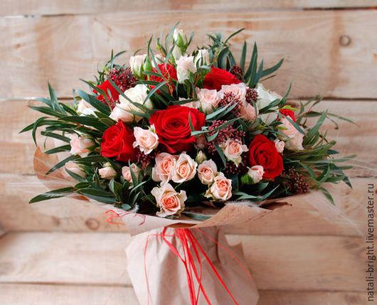 Букет из живых цветов Красный