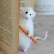 Куклы и игрушки ручной работы. Ярмарка Мастеров - ручная работа Коллекционная игрушка мышка с багетом. Handmade.