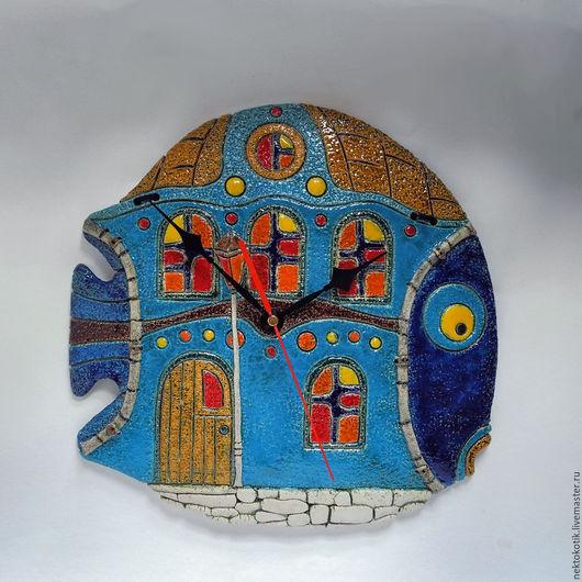 Часы для дома ручной работы. Ярмарка Мастеров - ручная работа. Купить Керамическое панно-часы «Рыба-Дом». Handmade. красный